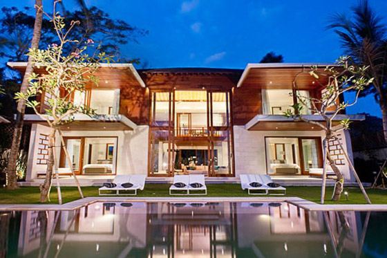 Private villa on seminyak beach the beach house villa - Big mansions with pools on the beach ...